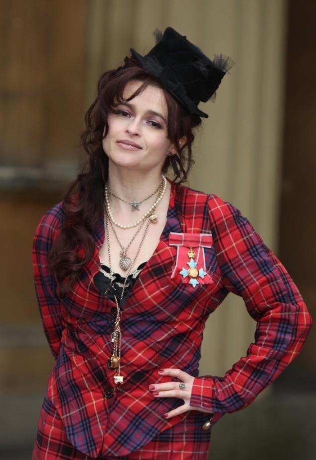 Helena+Bonham+Carter+Investitures+Buckingham+30Inke7tPfwx