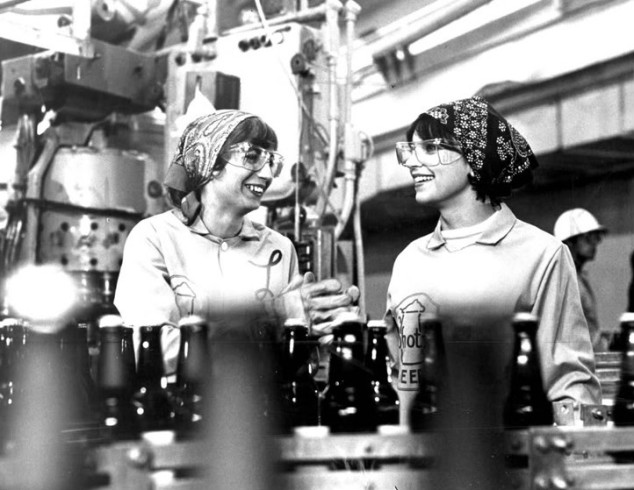 Penny_Marshall_Cindy_Williams_Laverne_and_Shirley_1976